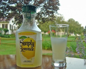 Gyomorégés citromos víz